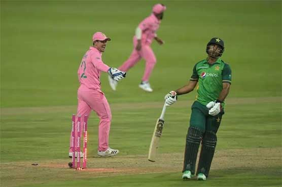 De Kock escapes fake fielding charge after Zaman run out