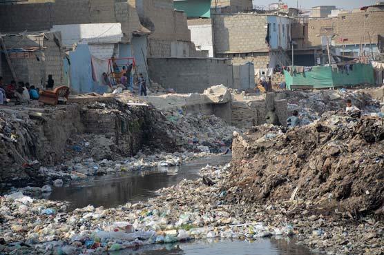 Karachi slum dwellers map flood risks to stop evictions