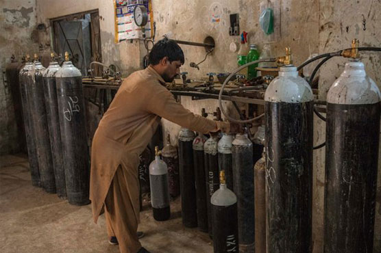Oxygen back up dwindles in 7 Lahore hospitals as demand multiplies