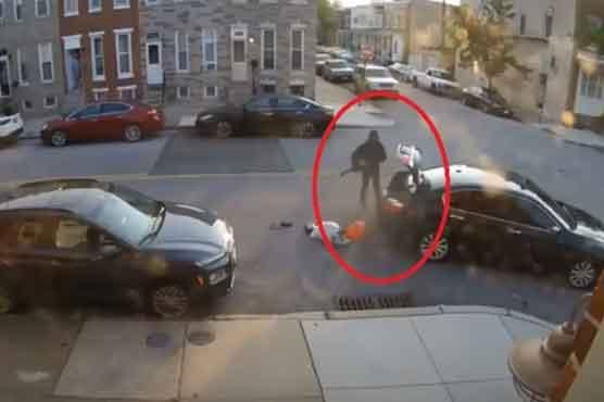 بیوی کے ہاتھوں شوہر کو کار تلے روندنے کی باربار کوشش کی ویڈیو وائرل