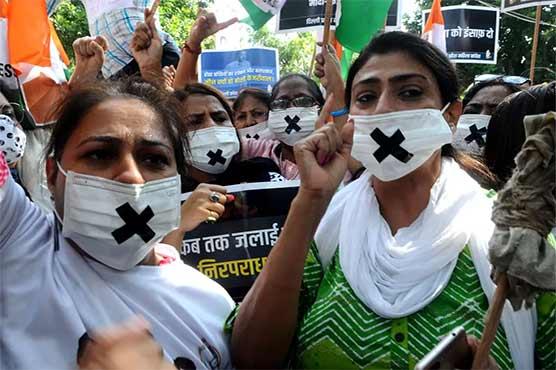 بھارت میں دلت لڑکی کے گینگ ریپ ، قتل اور لاش کو جلانے کیخلاف احتجاج