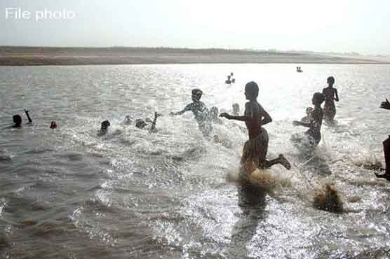 حیدر آباد: دو کزنوں سمیت 4 نوجوان دریائے سندھ میں نہاتے ہوئے ڈوب گئے