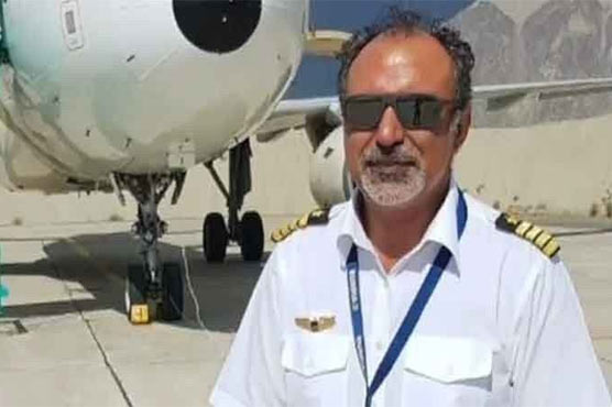 Presidential medal awarded to PIA Pilot for dealing with crisis-like situation at Kabul Airport