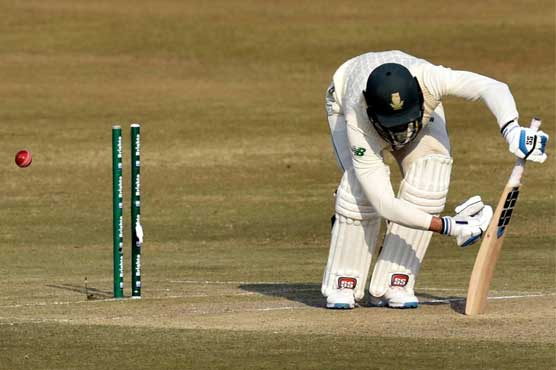 South Africa end day two at 106-4 in reply to Pakistan's 272