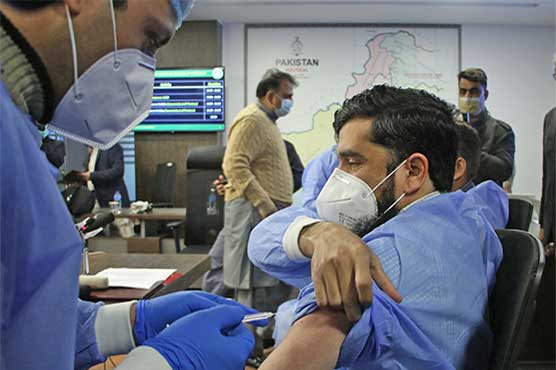 Vaccination of health professionals against covid continues across country