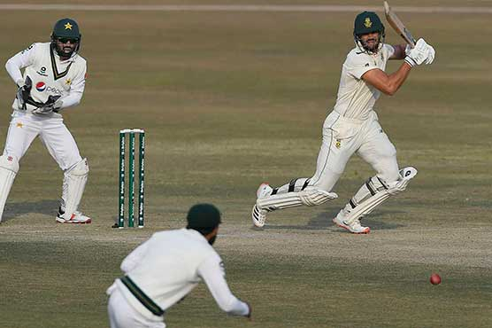 Markram, Dussen foil Pakistan to give South Africa hope of victory