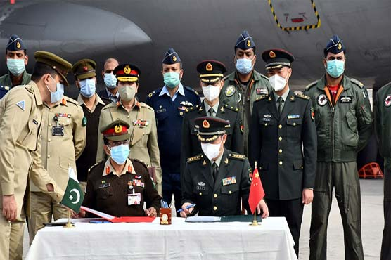 Pakistan armed forces give COVID-19 vaccine donated by China in national drive
