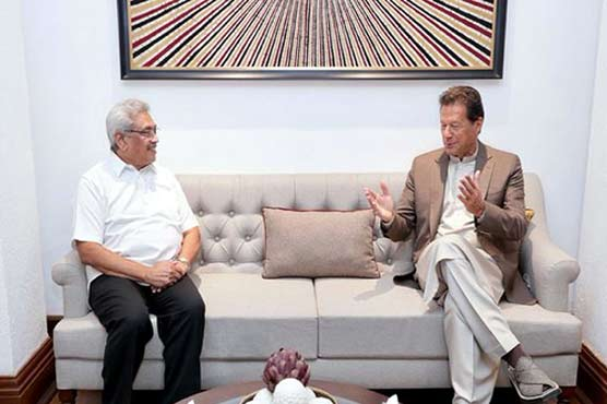 PM Imran discusses matters of mutual interest with Sri Lankan president in Colombo