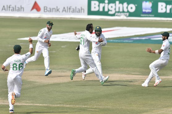Pakistan dismiss South Africa on 220 in first innings