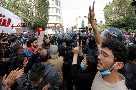 تیونس کے وزیراعظم برطرف، صدارتی مارشل لاء لگا دیا گیا، عوام سراپا احتجاج