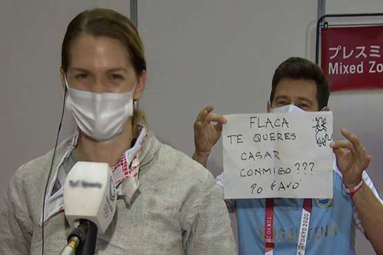 Argentine fencer accepts marriage proposal in front of TV cameras