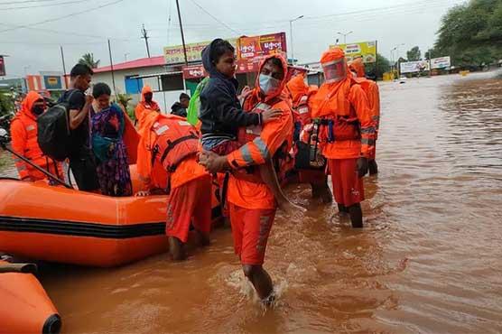 موسلا دھار بارشیں: بھارت، برطانیہ سمیت متعدد ممالک میں سیلاب سب کچھ بہالے گیا