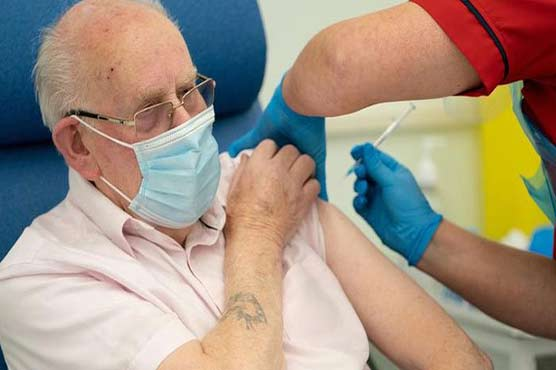 US tells vaccinated people in high Covid risk areas to mask again