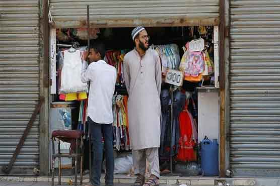 Traders postpone decision to keep markets open till 8pm in Karachi