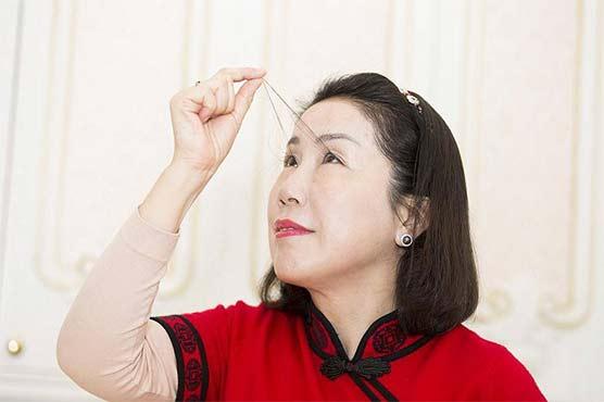 چینی خاتون کی 8انچ لمبی پلکیں، ڈاکٹر وجہ جاننے سے قاصر