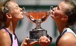 'Extraordinary' Krejcikova doubles up at French Open
