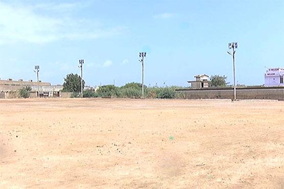 کراچی کا گلبائی فٹبال سٹیڈیم خستہ حالی کا شکار، اہل علاقہ شکوہ کناں