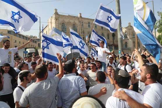 اسرائیلی فوج کے حصار میں انتہا پسند یہودیوں کا مقبوضہ بیت المقدس میں مارچ
