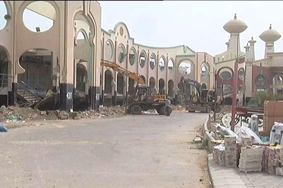 Anti-encroachment operation continues on Karachi's Rashid Minhas Road