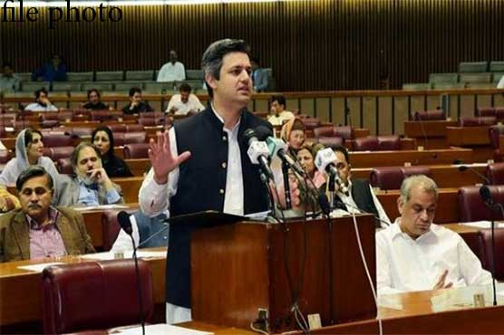 Hammad Azhar lashes out at Bilawal, says immature lecture was delivered on economy