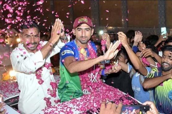Dahani receives hero's welcome at Larkana