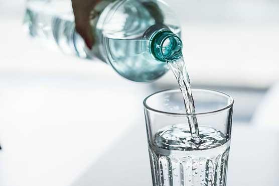 افطاری کے وقت ٹھنڈا پانی پینا آنتوں اور پیٹ میں خون کی فراہمی کو محدود کرتا ہے : طبی ماہرین