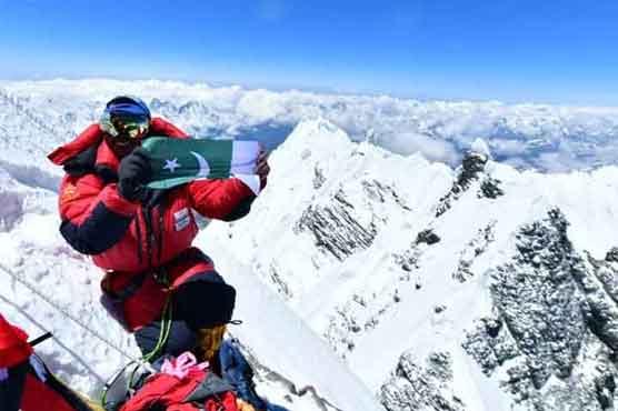 سرباز خان نے ماونٹ ایورسٹ سر کر کے 24 گھنٹے میں دوسری مرتبہ سبز ہلالی پرچم لہرا دیا