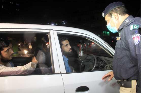 Rangers, police enforce lockdown in Karachi after 8pm