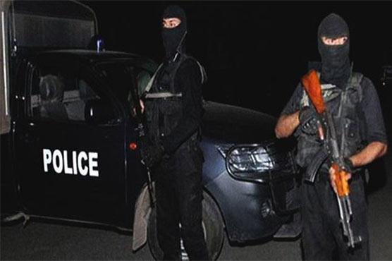 کراچی میں مبینہ پولیس مقابلہ، ایک زخمی ملزم سمیت 3 ڈاکو گرفتار، اسلحہ برآمد