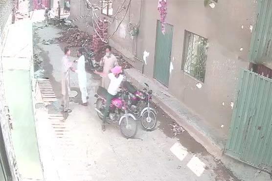 لاہور کے علاقے کاہنہ میں شہری کو لوٹنے کی کوشش ناکام، ایک ڈاکو پکڑا گیا، دوسرا فرار
