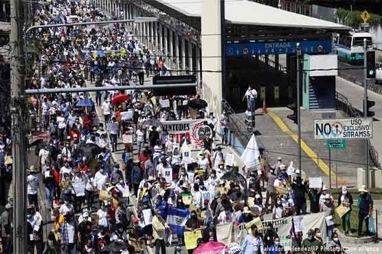 ایل سلواڈور میں صدر کیخلاف عوام سڑکوں پر نکل آئے، پتلے نذرآتش