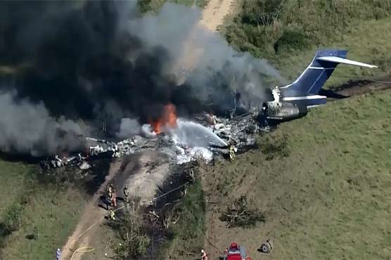 امریکی ریاست ٹیکساس میں طیارہ گر کر تباہ، 21 مسافر زندہ بچ گئے