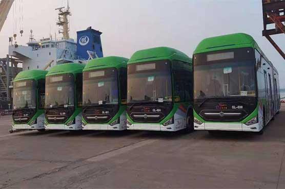 کراچی کے شہریوں کیلئے اچھی خبر، مزید 40 گرین لائن بسیں کراچی پورٹ پہنچ گئیں