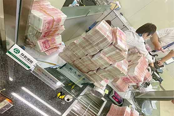 بینک کے عملے کو روزانہ کروڑوں کی رقم گننے کی سزا