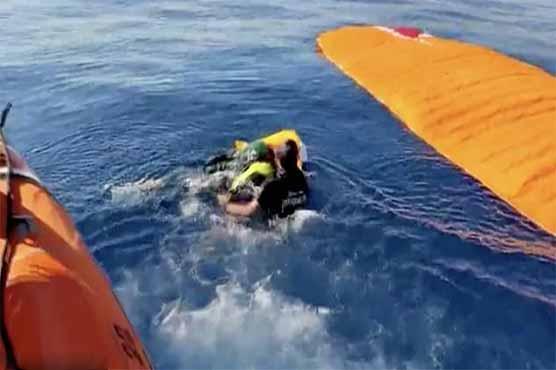 ترکی میں دو پیراگلائیڈرز ٹکرا کر سمندر میں جا گرے، ریسکیو اہلکاروں نے بچا لیا