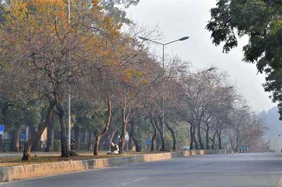 ملک بھر میں سردی پنجے گاڑنے لگی، بیشتر علاقوں میں آج موسم خشک رہے گا: محکمہ موسمیات