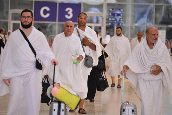 سعودی عرب میں عمرہ زائرین کیلئے 14روز انتظار کا قانون معطل