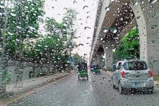 Roads, streets turn into ponds after heavy rains lash Karachi