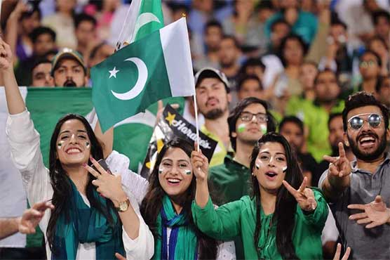 Fans welcome Black Caps on their visit to Pakistan after 18 years