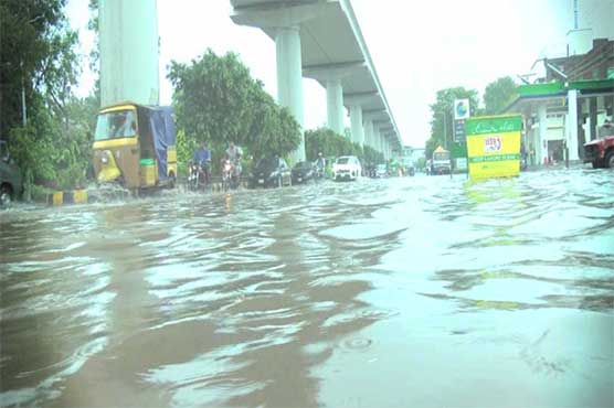 Rain spell disrupts life in Lahore, other cities of Punjab