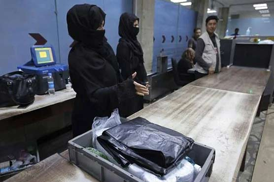Kabul airport women brave fears to return to work