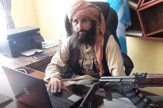 Image of man with gun sitting in office doesn't show new governor of Afghanistan's central bank