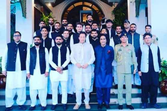وزیراعظم عمران خان سے قومی ٹی 20 سکواڈ کی ملاقات، بے خوف ہو کر کھیلنے کا مشورہ