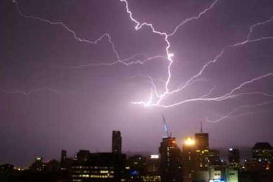 تھر: بارش رحمت سے زحمت بن گئی، آسمانی بجلی گرنے سے خواتین سمیت 5 جاں بحق