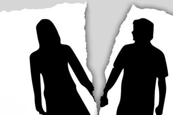 'بیوی روزانہ نہاتی نہیں' شوہر نے طلاق دیدی
