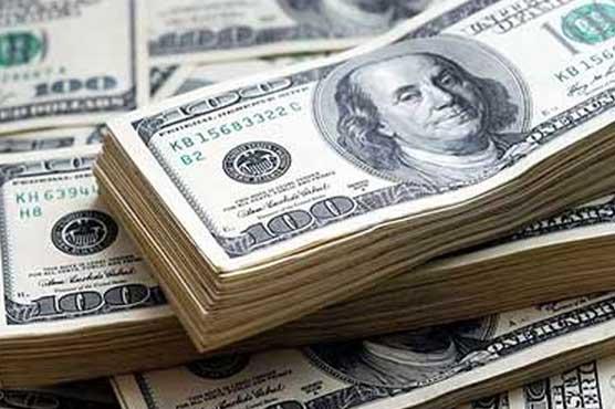 امریکی ڈالر کے مقابلے میں روپیہ تیزی سے قدر کھونے لگا